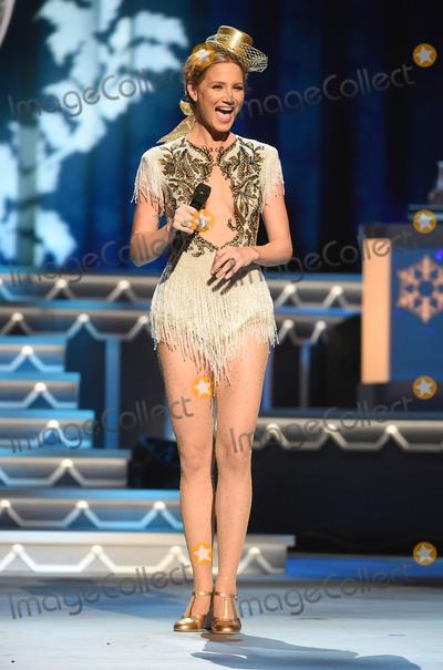 Jennifer Nettles Photo - 07 November 2015 - Nashville Tennessee - Jennifer Nettles 2015 CMA Country Christmas held at the Grand Ole Opry House Photo Credit Laura FarrAdMedia