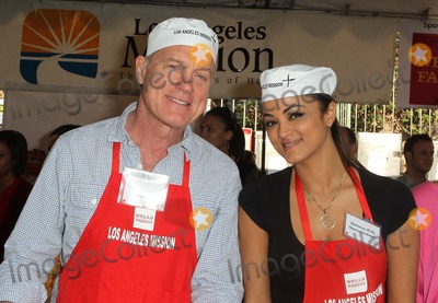 Anne Douglas Photo - 21 November 2012 - Los Angeles California - Stephen Collins Golnesa Gharachedaghi AKA GG Kirk And Anne Douglas Host 8th Annual Thanksgiving For Skid Row Homeless At Los Angele Mission Held At The Los Angeles Mission Photo Credit Kevan BrooksAdMedia