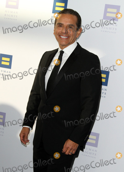 Antonio Villaraigosa Photo - 18 March 2017 - Los Angeles California - Former Los Angeles Mayor Antonio Villaraigosa The Human Rights Campaign 2017 Los Angeles Gala Dinner held at the JW Marriott LA Live Photo Credit AdMedia