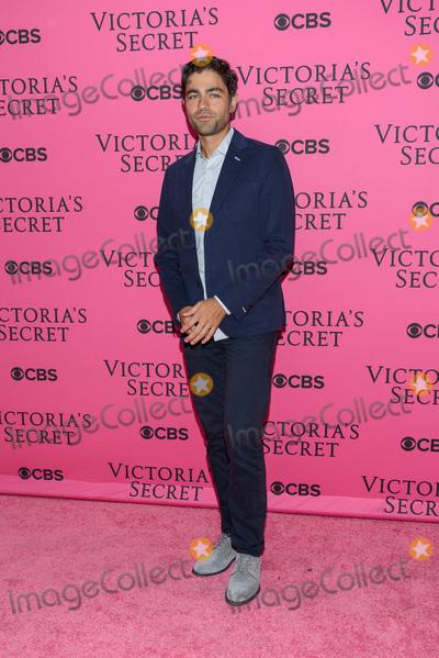 Adrian Grenier Photo - November 11  2015 - New York NY - Adrian Grenier 2015 Victorias Secret Fashion Show Pink Carpet Photo Credit Mario SantoroAdMedia