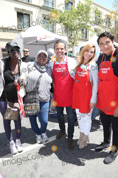 Antonio Villaraigosa Photo - 14 April 2017 - Los Angeles California - Antonio Villaraigosa Patricia Villaraigosa Antonio Villaraigosa Jr Los Angeles Missions Easter Celebration For The Homeless Photo Credit AdMedia