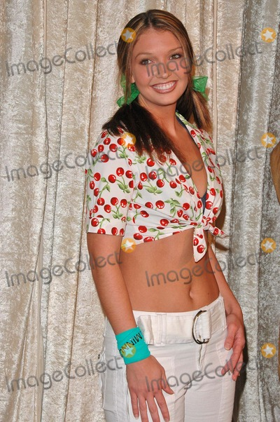 Amanda Dodson Photo - Amanda Dodson at the The Real Gilligans Island Launch Party Pearl West Hollywood CA 11-30-04