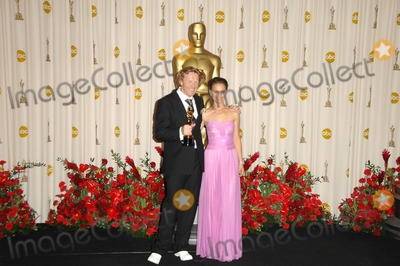 Anthony Dod Mantle Photo - Anthony Dod Mantle and Natalie Portmanin the Press Room at the 81st Annual Academy Awards Kodak Theatre Hollywood CA 02-22-09