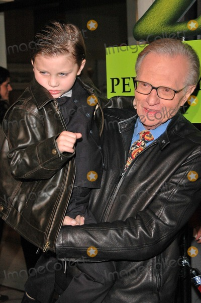 Larry King Photo - Larry King at the Shrek 2 DVD Release Party Spagos Restaurant Beverly Hills CA 11-08-04