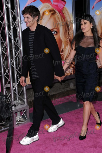 Demi Moore Photo - Ashton Kutcher and Demi Moore at the Los Angeles Premiere of The House Bunny Mann Village Theater Westwood CA 08-20-08