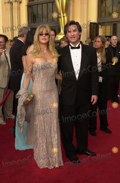 Goldie Hawn Photo -  GOLDIE HAWN and KURT RUSSELL at the 73rd Annual Academy Awards Shrine Auditorium Los Angeles 03-25-01