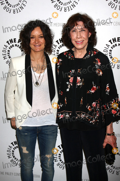 Sara Gilbert Photo - Sara Gilbert Lily Tomlinat The Paley Center Presents An Evening With Web Therapy Paley Center for Media Beverly Hills CA 07-16-13