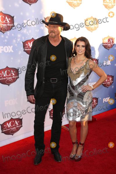 Trace Adkins Photo - Trace Adkins Danica Patrickat the 2013 American Country Awards Arrivals Mandarin Hotel Las Vegas NV 12-10-13