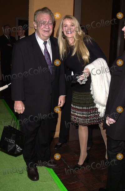 The Grinch Photo -  Rodney Dangerfield and Joan Child at the premiere of Universals Dr Seuss How The Grinch Stole Christmas at Universal Studios 11-08-00