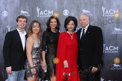 Jerry Jones Photo - LAS VEGAS - APR 6  Jerry Jones Family at the 2014 Academy of Country Music Awards - Arrivals at MGM Grand Garden Arena on April 6 2014 in Las Vegas NV
