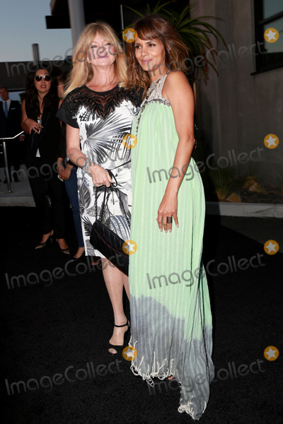 Goldie Photo - LOS ANGELES - MAY 2  Goldie Hawn Halle Berry at the 3rd Annual Mattel Childrens Hospital Kaleidoscope Ball at the 3Labs on May 2 2015 in Culver City CA