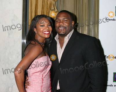 Gabrielle Union Photo - Gabrielle Union and husband Chris Howard arriving at the Family Matters BenefitFriends of the Family Annual Gala IHO Cedric the EntertainerRegent Beverly Wilshire HotelLos Angeles CAJune 3 2005