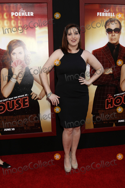 Allison Tolman Photo - LOS ANGELES - JUN 26  Allison Tolman at The House Premiere at the TCL Chinese Theater IMAX on June 26 2017 in Los Angeles CA