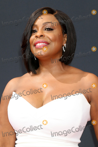 Niecy Nash Photo - LOS ANGELES - SEP 18  Niecy Nash at the 2016 Primetime Emmy Awards - Arrivals at the Microsoft Theater on September 18 2016 in Los Angeles CA