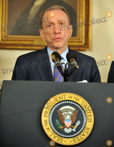 Arlen Specter Photo - Washington DC - April 29 2009 -- United States Senator Arlen Specter (Democrat of Pennsylvania) makes a statement as US President Barack Obama welcomes him to the Democratic PartyDigital Photo by Ron SachsPOOL-CNP-PHOTOlinknet
