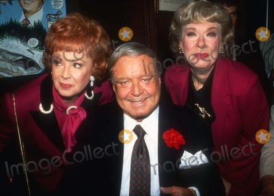 Jackie Gleason Photo - Jackie Gleason1462JPG1987 FILE PHOTONew York NYAudrey Meadows Jackie Gleason Joyce RandolphhttpPHOTOlinknetPhoto by Adam ScullPHOTOlinknet917-754-8588 - eMail adamcopyrightphotolinknet