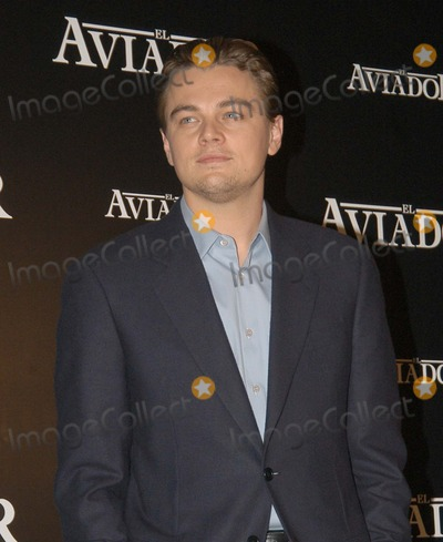 Leo DiCaprio Photo - Madrid Spain 1-10-2005Leo DiCaprio during a photocall for The AviatorDigital Photo by Edu Nividhia-PHOTOlinkorg