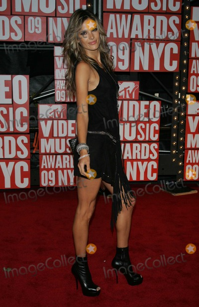Alesandra Ambrosio Photo - New York NY 9-13-2009Alesandra AmbrosioMTVs VMA Awards Radio City Music HallPhoto by Art Trainor-PHOTOlinknet