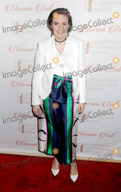 Lena Dunham Photo - Photo by Dennis Van TinestarmaxinccomSTAR MAX2015ALL RIGHTS RESERVEDTelephoneFax (212) 995-119641916Lena Dunham at The 8th Annual Blossom Ball Benefiting The Endometriosis Foundation Of America(NYC)