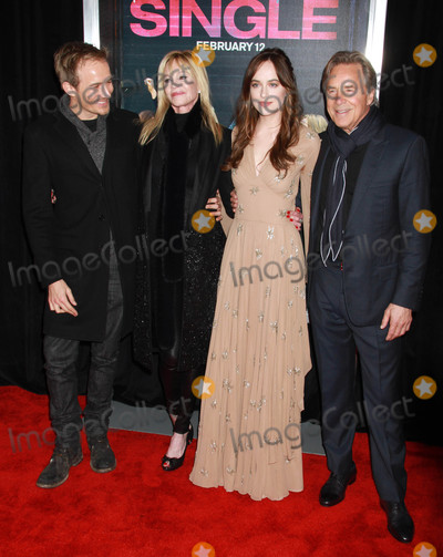 Melanie Griffith Photo - Photo by KGC-146starmaxinccomSTAR MAX2016ALL RIGHTS RESERVEDTelephoneFax (212) 995-11962316Jesse Johnson Melanie Griffith Dakota Johnson and Don Johnson at the premiere of How To Be Single(NYC)