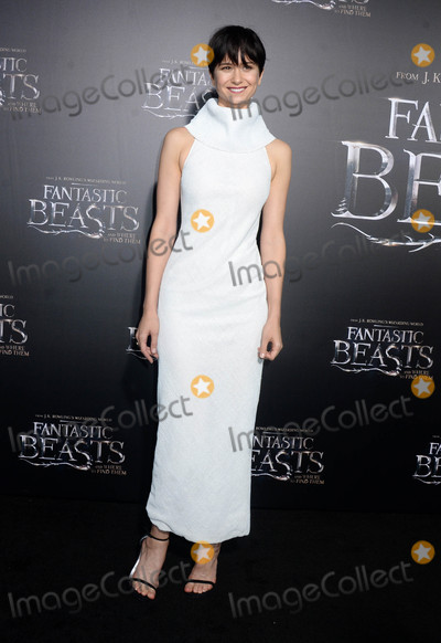 Katherine Waterston Photo - Photo by Dennis Van TinestarmaxinccomSTAR MAX2016ALL RIGHTS RESERVEDTelephoneFax (212) 995-1196111016Katherine Waterston at the premiere of Fantastic Beasts And Where To Find Them(NYC)
