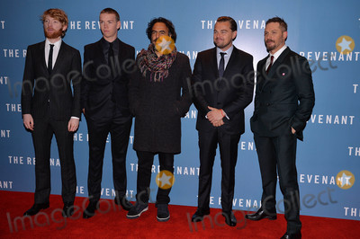 Tom Hardy Photo - Photo by KGC-42starmaxinccomSTAR MAX2016ALL RIGHTS RESERVEDTelephoneFax (212) 995-119611416Domhnall Gleeson Will Poulter Alejandro Gonzalez Inarritu Leonardo DiCaprio and Tom Hardy are seen at the premiere of The Revenant(London England)