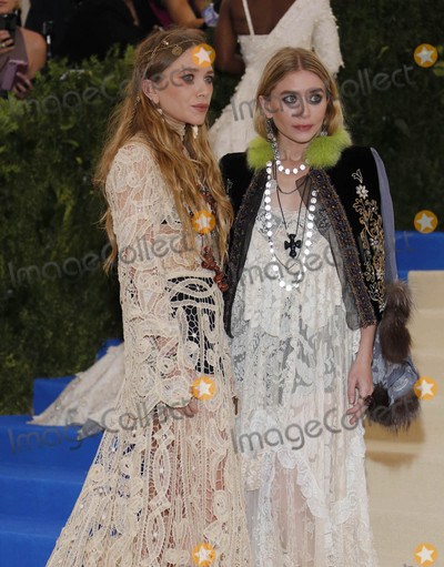 Ashley Olsen Photo - Photo by XPXstarmaxinccomSTAR MAXCopyright 2017ALL RIGHTS RESERVEDTelephoneFax (212) 995-11965117Mary-Kate Olsen and Ashley Olsen at the 2017 Costume Institute Gala - Rei KawakuboComme des Garcons Art Of The In-Between(Metropolitan Museum of Art NYC)