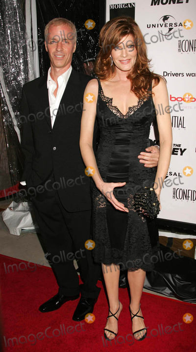 RENEE RUSSO Photo - Photo by REWestComstarmaxinccom200592605Rene Russo and her husband Dan Gilroy at the premiere of Two for the Money(Beverly Hills CA)