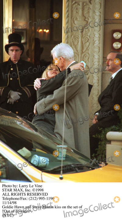 Goldie Photo - Photo by Larry Le VineSTAR MAX Inc 1998Steve Martin and Goldie Hawn