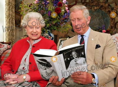 The Queen Mother Photo - Queen Elizabeth II and Prince Charles with one of the first copies of Queen Elizabeth The Queen Mother - The Official Biography (Scotland UK) 91209