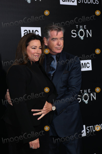 Keely Shaye-Smith Photo - Photo by gotpapstarmaxinccomSTAR MAX2017ALL RIGHTS RESERVEDTelephoneFax (212) 995-11964317Keely Shaye Smith and Pierce Brosnan at the premiere of The Son in New York City