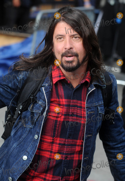 Dave Grohl Photo - Photo by Dennis Van TinestarmaxinccomSTAR MAX2015ALL RIGHTS RESERVEDTelephoneFax (212) 995-119652015Dave Grohl at the final taping of The Late Show with David Letterman(NYC)