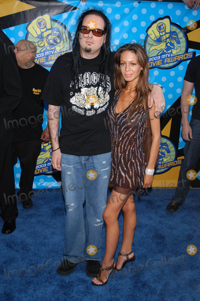 Jonathan Davis Photo - Photo by Loud  Clear MediaSTAR MAX Inc - copyright 2003  ALL RIGHTS RESERVED 53103Jonathan Davis  date at the 2003 MTV Movie Awards(CA)