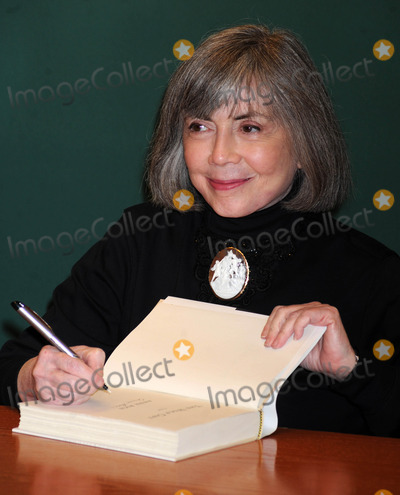 Anne Rice Photo - Photo by Dennis Van Tinestarmaxinccom2012starmaxinccomALL RIGHTS RESERVEDTelephoneFax (212) 995-119621612Anne Rice at a signing for her new book The Wolf Gift(NYC)