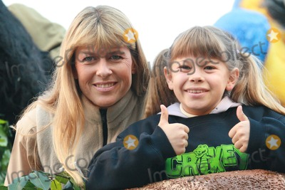 Terry Irwin Photo - New York NY 11-22-07Terri Irwin and Bindi Irwin 80th Annual Thanksgiving Day ParadeDigital photo by Lane Ericcson-PHOTOlinknet