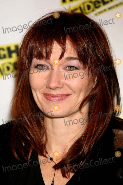 Lari White Photo - Lari White Arriving at the Opening Night of High Fidelity at the Imperial Theatre in New York City on 12-07-2006 Photo by Henry McgeeGlobe Photos Inc 2006