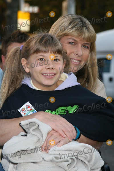 Terry Irwin Photo - NYC  112207Terri Irwin and Bindi Irwin81st annual MACYS Thanksgiving Day ParadeDigital Photo by Adam Nemser-PHOTOlinknet