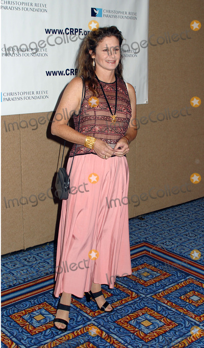 Stephanie Zimbalist Photo - 12th Annual Magical Birthday Bash to benefit the Christopher Reeve Paralysis Foundation at the Marriott Marquis Pictured is Stephanie Zimbalist New York September 25 2002