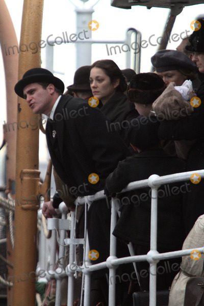 Joaquin Phoenix Photo - Marion Cotillard and Joaquin Phoenix on the set ofLow Life on February 22 2012 in New York City