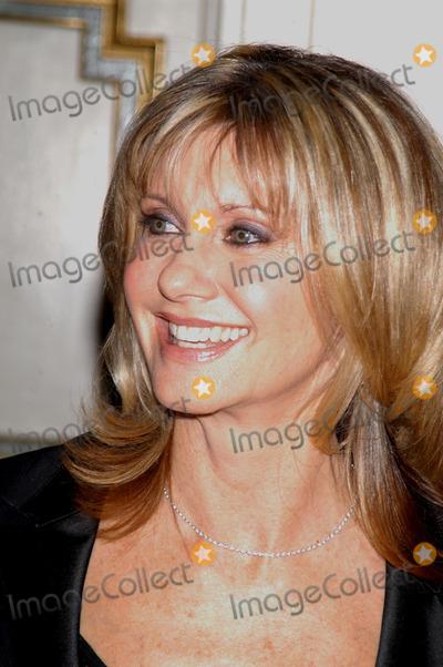 Olivia Newton-John Photo - New York November 11 2004 Olivia Newton-John at One World One Child Benefit at the Plaza