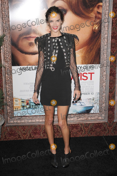 ALESSANDRA AMBROSIA Photo - Alessandra Ambrosio attends the World premiere of The Tourist at Ziegfeld Theater on December 6 2010 in New York City