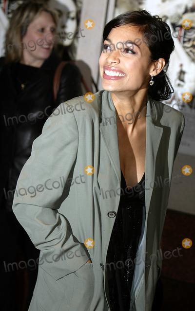 Rosario Dawson Photo - NEW YORK NOVEMBER 22 2004    Rosario Dawson at the Alexander preview screening in NYC