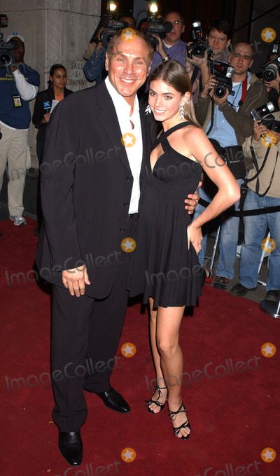 AMANDA JAHNCKE Photo - NEW YORK OCTOBER 19 2005    Amanda Jahncke and Neil Lane at the launch party hosted by Saks Fifth Avenue and W Magazines Patrick McCarthy for jeweller Neil Lane held at Saks Fifth Avenue