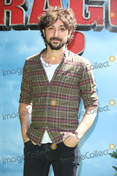 Alex Zane Photo - Alex Zane attends the UK Gala Screening of How To Train Your Dragon 2 in 3D at Vue West End London 22062014 Picture by Alexandra Glen  Featureflash