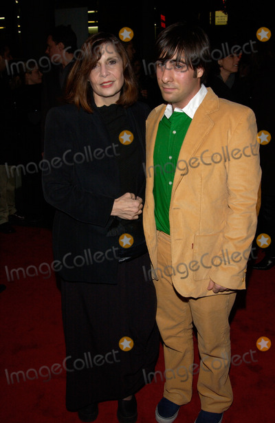 Talia Shire Photo - Actress TALIA SHIRE  son actor JASON SCHWARTZMAN at the Hollywood premiere of his new movie Slackers29JAN2002   Paul SmithFeatureflash