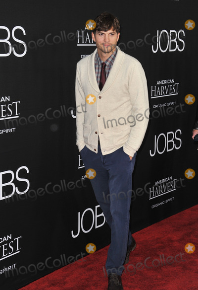 Ashton Kutcher Photo - Ashton Kutcher at the Los Angeles premiere of his movie Jobs at the Regal Cinemas LA LiveAugust 13 2013  Los Angeles CAPicture Paul Smith  Featureflash