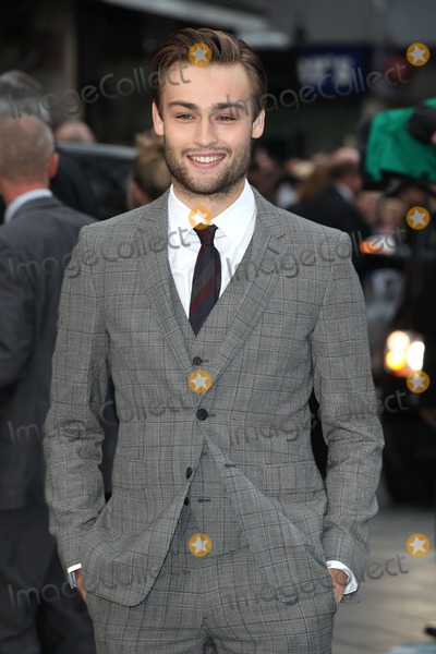 Douglas Booth Photo - Douglas Booth arriving for the UK Premiere or Noah at Odeon Leicester Square London 31032014 Picture by Alexandra Glen  Featureflash