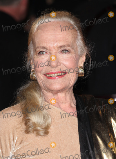 Shirley Eaton Photo - Shirley Eaton arriving for the Royal World Premiere of Skyfall at Royal Albert Hall London 23102012 Picture by Alexandra Glen  Featureflash