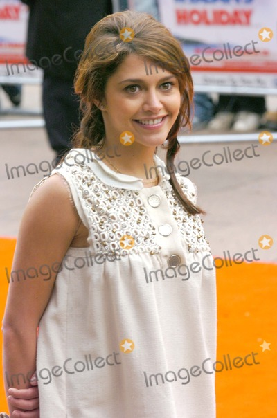 Antoine De Caune Photo - London UK Emma de Caunes (daughter of Antoine de Caunes of Eurotrash TV )   at the UK  premiere of her film Mr Beans Holiday  Odeon Leicester Square London The film continues the adventures of the socially inept and childish Mr Bean as he travels to France for the Cannes Film Festival 25th March 2007 Andy LomaxLandmark Media