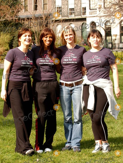 Arabella Weir Photo - London Emma Forbes Shaznay Lewis Hermione Norris and Arabella Weir launch the five km charity walk Race for life for Cancer Research Uk at Lincolns Inn Fields16 March 2005Ali KadinskyLandmark Media